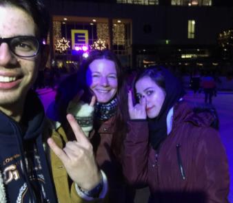 Tarek, Michaela & Narges auf der Eisbahn